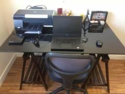 Mesa de escritório com tampo Vidro e cavaletes + Brindes