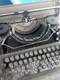 Maquina de escrever antiga Adler
