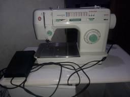 Máquina de costura 10 meses de uso