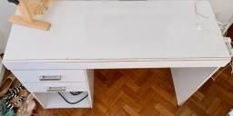 Escrivaninha de duas gavetas