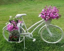 Bicicleta floreira de jardim