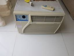 Título do anúncio: Ar condicionado  gree com controle. Com manutenção.