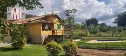 Título do anúncio: Chácara rica em água com 2 lagos, pomar, pertinho da cidade, casa com 03 dormitórios à ven