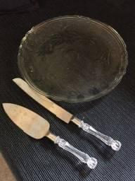 prato bolo de vidro e utensílios