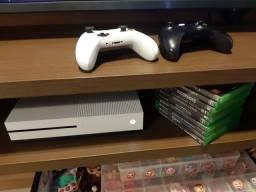 Xbox One 2 com 2 controles e 10 jogos físicos mais digitais.