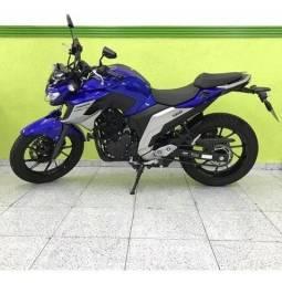 Fazer 250cc azul
