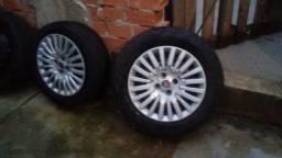 Sao 5 rodas 15. com pneus meia vida 250 reais sem choro