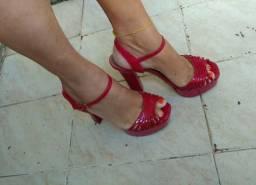 Linda Sandália com salto grosso