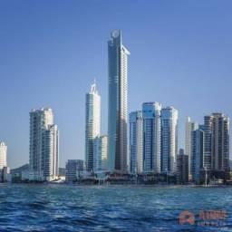 Apartamento frente mar com 5 suítes 3 vagas privativas no Epic Tower, com entrega para Mar