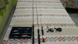 Carretilha abu Garcia e outra carretilha 3 varas carbono e isca artificial comprar usado  Guarapari