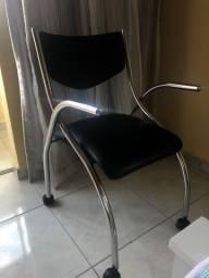 Trio de mesa, cadeira e nicho por um preço irresistível.