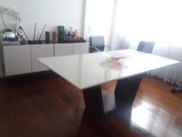 Mesa com tampo cor off white, maravilhosa com 4 cadeiras