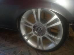 Vendo rodas 17 pneus 205/40 semi novo
