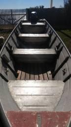 Barco de alumínio com motor de 25