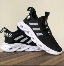 Tênis masculino Adidas Yezzy Maverick - Preto e branco!