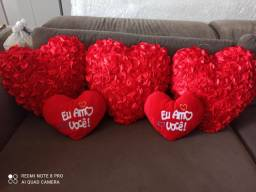 Corações de pelúcia grandes e médios