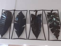 Lindas esculturas em ferro e latão