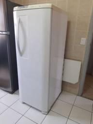 Geladeira Electrolux Frost Free 323 litros.
