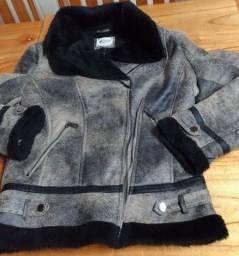 Vendo casaco usado uma vez, em Caxias do Sul. Tel: *. R$100.00.