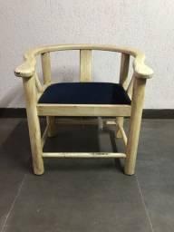 02 cadeiras de madeira maciça imbuia pintura patina