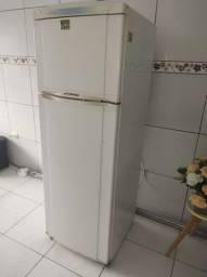 Vende _se uma geladeira