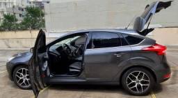 Focus Hatch Titanium Plus (top de linha) extremamente novo e bem cuidado