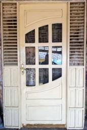 Título do anúncio: Porta de madeira massiça
