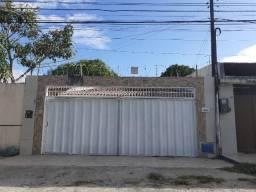 Maraponga - Casa Plana 189,00m² com 03 quartos e 04 vagas