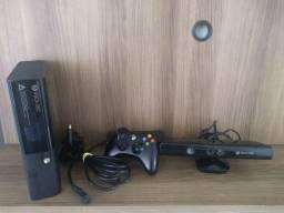 Xbox 360 slim com Kinect e jogos