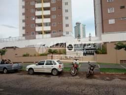 Apartamento com 3 dormitórios para alugar por R$ 1.600,00/mês - Parque Amazônia - Goiânia/
