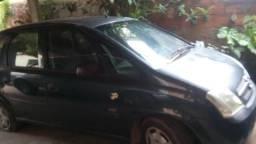 Um carro Gm meriva - 2004
