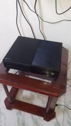 XBOX ONE COM 1 CONTROLE E 2 JOGOS