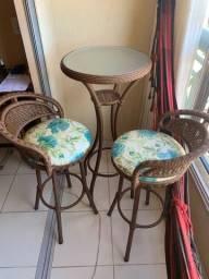 Mesa e cadeira de trama