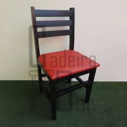 Cadeira estofado em madeira