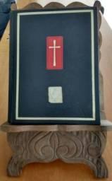 Título do anúncio: Bíblia com suporte em madeira