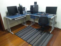 Escritório: mesas + cadeira + armário