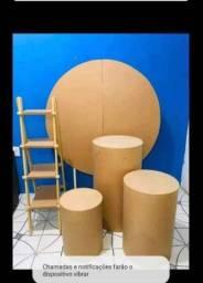 Conjunto por R$ 250,00 sendo: Painel em MDF e 3 cilindros e 1 escadinha