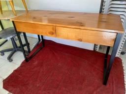 Mesa escrivaninha com gavetas