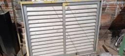 Vendo porta de alumínio 200.00 e janela de alumínio com vidro 250.00