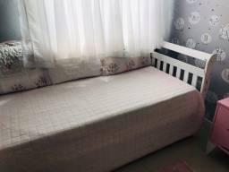 Vendo cama da babá bem conservada .