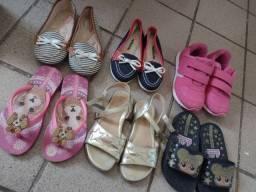 Vendo o lote todo de sandálias e sapatos numeração 25 / 26