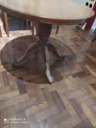 Mesa com pés antigos
