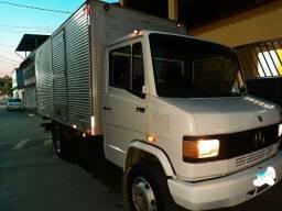 Título do anúncio: Caminhão MB 710 2002 Pra trabalhar logo