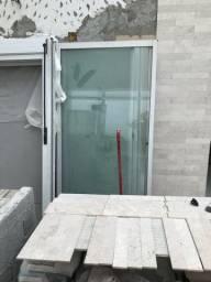Porta balcão de alumínio branco 210x220