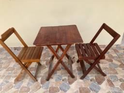 Título do anúncio: Vende-se mesa com 2 cadeiras