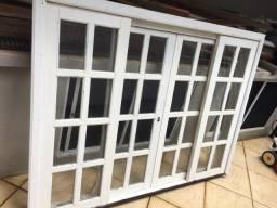Vendo janela de correr usada, com vidros e fechadura