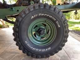 Pneus 33 com rodas f1000
