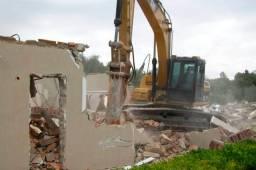 Demolição de casas, prédios e pavilhões.