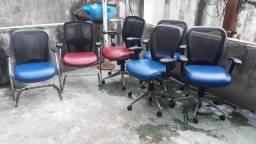 Vendo cadeiras de escritório fixas e de rodinhas seminovas.