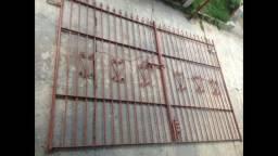 Portão ferro fundido pintado